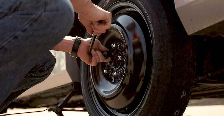 Changing a Travel Trailer Tire